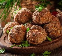 Klopsiki po bałkańsku - z serem feta i natką pietruszki