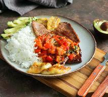 Kotlety schabowe z grzankami i pomidorami