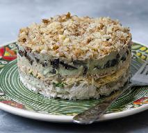 Przepyszna sałatka majonezowa z kurczaka i suszonych śliwek: goście będą pod wrażeniem