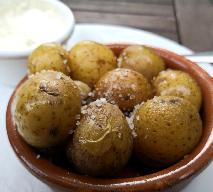 Słone ziemniaki po katalońsku z soslem aïoli