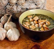 Zupa czosnkowa: łatwy przepis na rozgrzewające danie