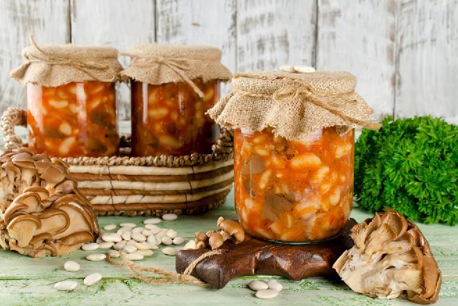 Grzyby w pomidorach na zimę: podajemy dobry przepis