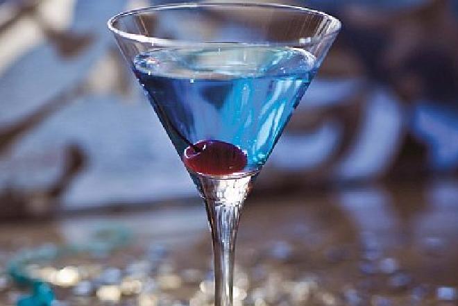 Niebieski drink: przepis na sylwestrowy evergreen