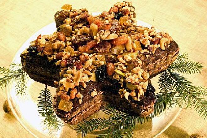 Tort orzechowy: przepis na oryginalne i eleganckie ciasto na Boże Narodzenie