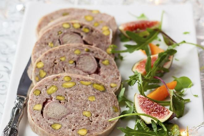 Delikatny pasztet drobiowy z orzeszkami pistacjowymi