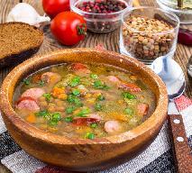 Wiejska zupa z soczewicy z kiełbasą