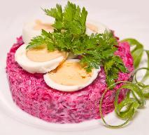 Dietetyczna sałatka z jajek i buraków: jemy i chudniemy