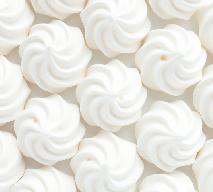 Wegańskie bezy: przepis jak zrobić bezy bez białka jaja kurzego