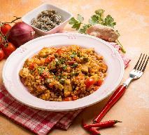 Ryż z kurczakiem w pomidorowym sosie - przepis na oszukane, szybkie risotto