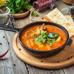 Rozgrzewająca i sycąca zupa zbójnicka