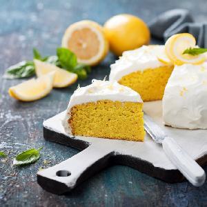 Cytrynowe ciasto migdałowe z kremem: przepis bezglutenowy