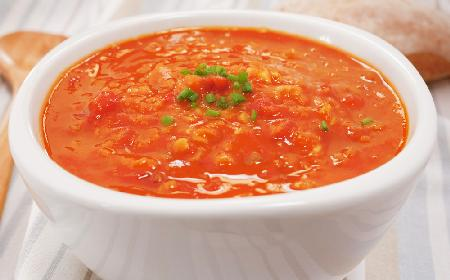 Przepis na pikantną zupę z soczewicy i pomidorów z diety Montignaca