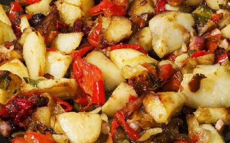 Ziemniaki pieczone z papryką i kaparami: ten przepis nie ma sobie równych