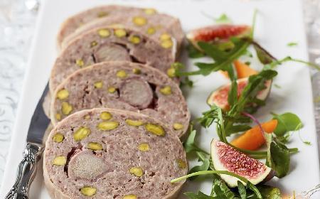 Delikatny pasztet drobiowy z orzeszkami pistacjowymi [WIDEO]
