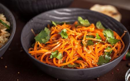 Marchewka po koreańsku: przepis na pikantną surówkę z marchewki