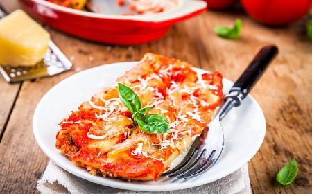 Cannelloni nadziewane bakłażanem i szpinakiem, zapiekane z mozarellą