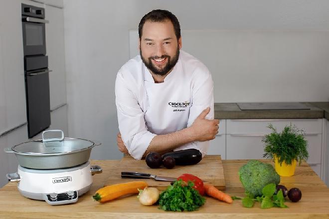 Jan Kuroń, znany kucharz poleca gotowanie w wolnowarze