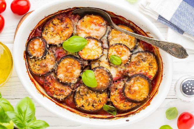 Wyjątkowo smaczna zapiekanka z bakłażanów w sosie pomidorowym