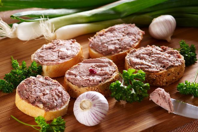 Pasta z resztek świątecznej pieczeni z dodatkiem sera i selera