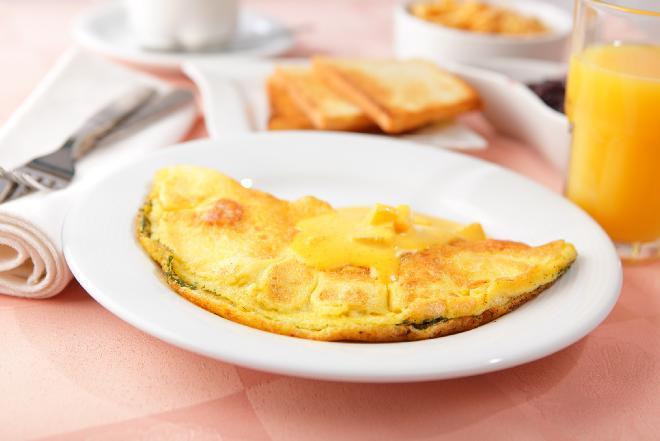 Omlet francuski z serem - przepis Ewy Wachowicz