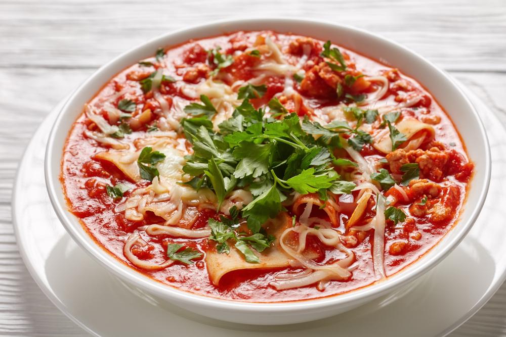 Pomidorowa z mielonym mięsem i makaronem