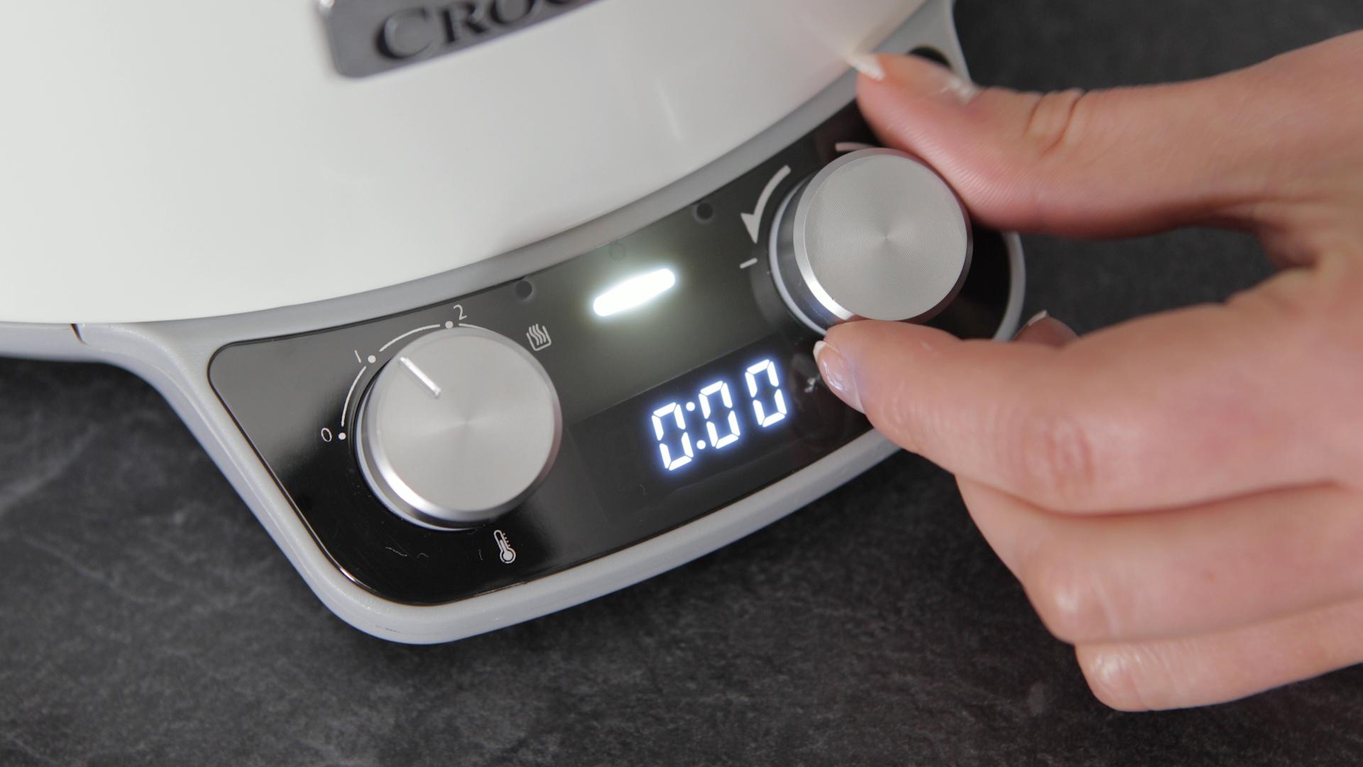 Wbudowany timer Crock-Pot DuraCeramic bardzo ułatwia programowanie działania wolnowaru.